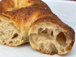 Frischgebackene Französische Baguettestange